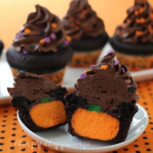 Cheesecake-pumpkin-filled-cupcake
