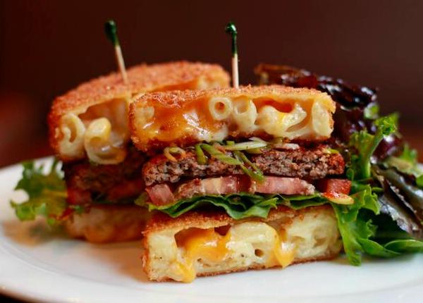 mac-n-cheese-bun-burger