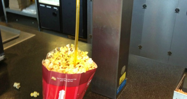 popcorn-straw-hack-lead