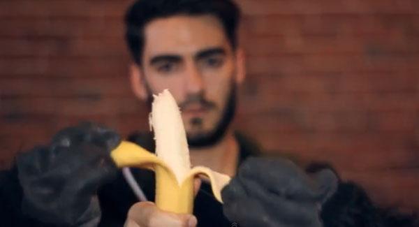 banana-monkeys-peel-it
