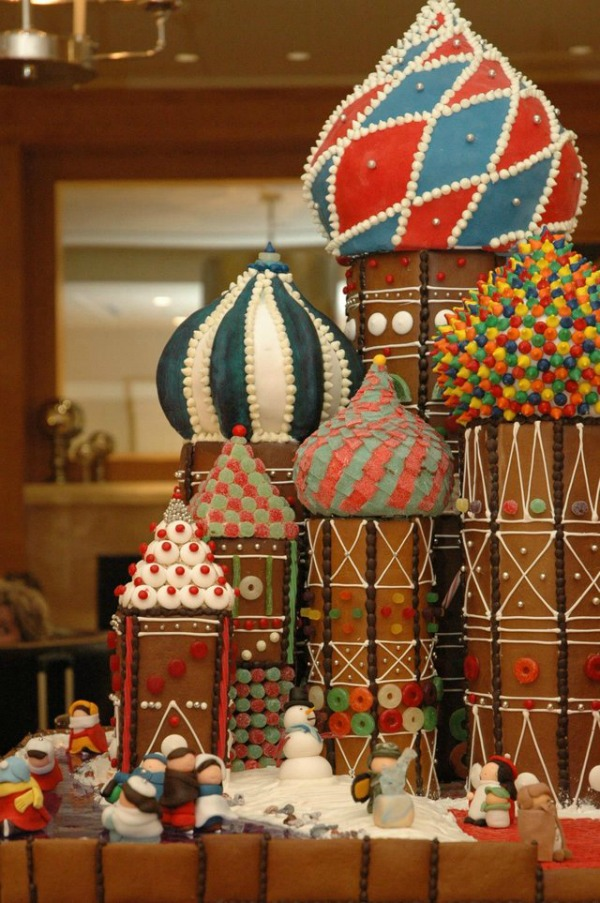 amazing-gingerbread-house-11