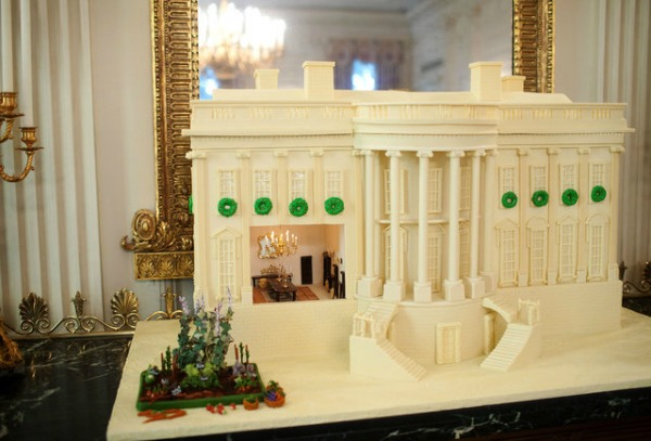 amazing-gingerbread-house-12