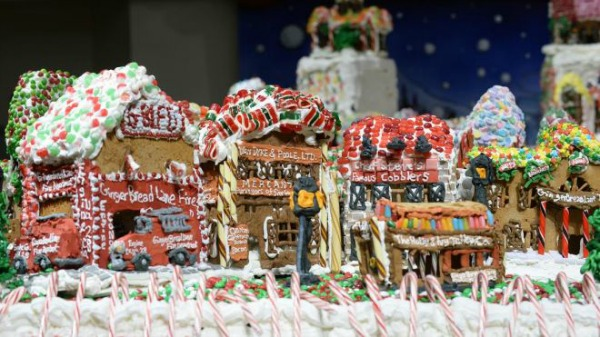 worlds-largest-gingerbread-house