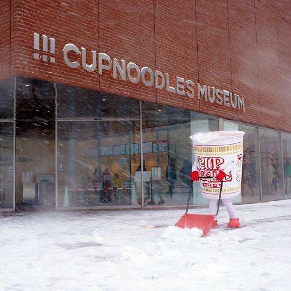 cup-noodles-shoveling-snow