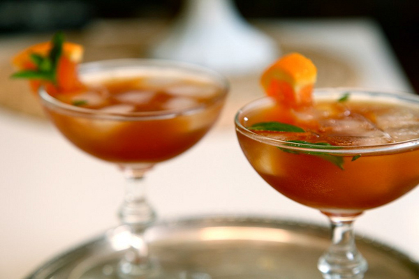 20 refreshing tea cocktails for springtime sippin 39 for Iced tea and whiskey drink