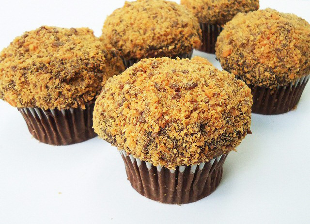Butterfinger Fudge Filled Cupcakes