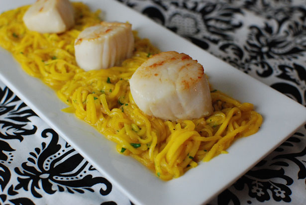 Spicy Mango Salad With Seared Scallops