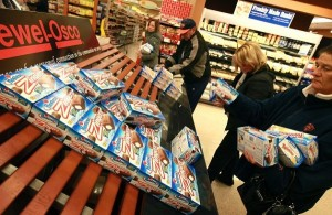 Customers grab the last of the remaining Twinkies. Photo by Getty Images
