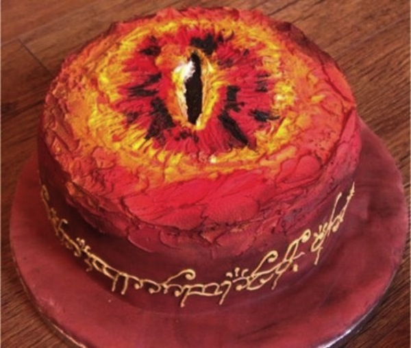 eyeofsauroncake-550x466