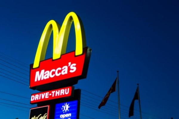 signboard-showing-maccas-in-australia