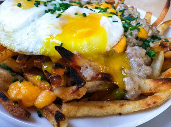 steak-and-eggs-poutine