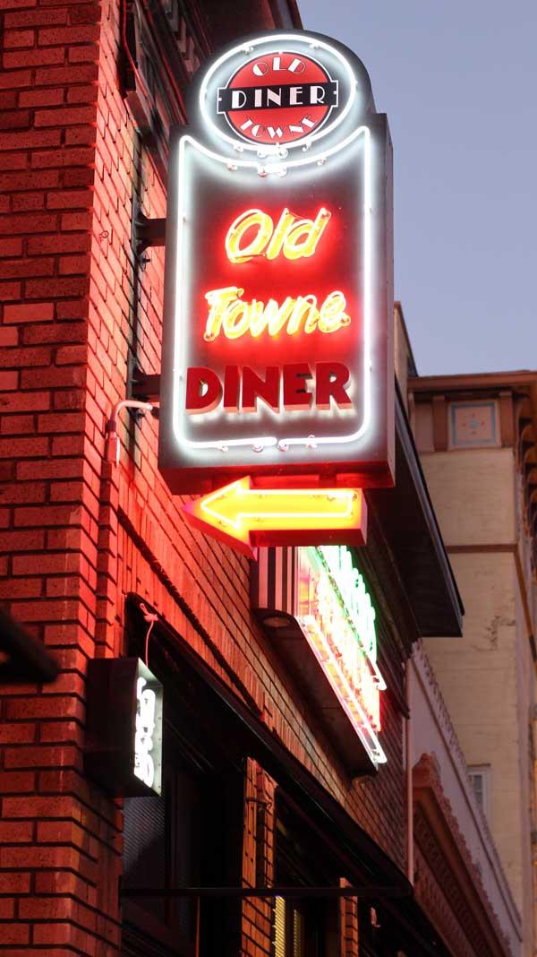 oldtown-diner-top-signage