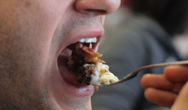 baconalia-elie-eating