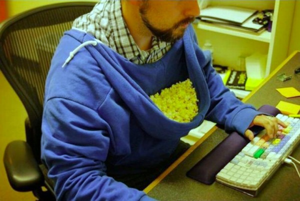 f28ac4e9edb7582f928a43615175e921-hoodie-as-popcorn-holder-is-ultimate-lifehack