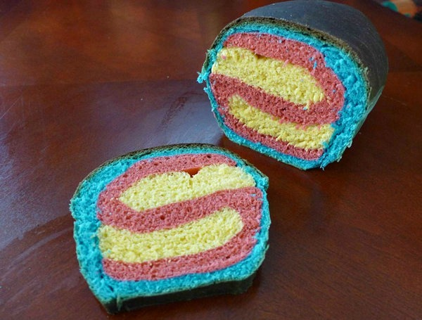 superman-logo-bread