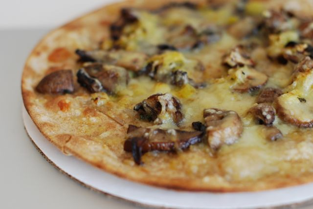 Mushrooms: Quick Mushroom Leek Lunch Pizza